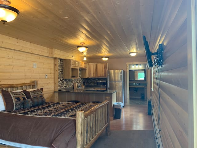 Grizzly Lodge Room #4