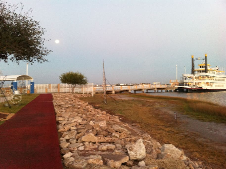 Moody Gardens Walk/Run path in the early morning