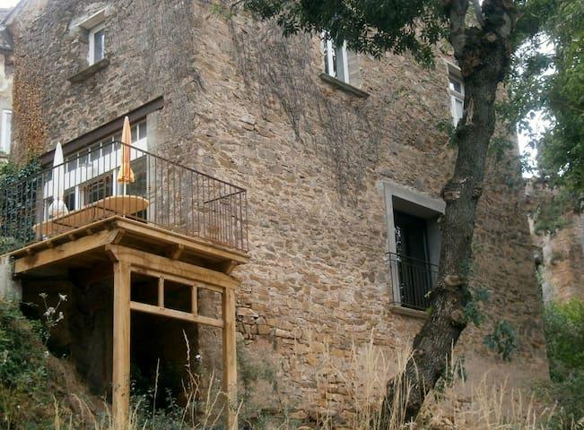 Maison de caractère à la montagne jusqu'à 10 p. - Bédarieux - Dům