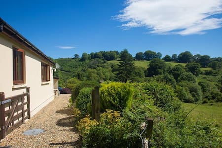 Relaxing countryside escape - Ceredigion - บังกะโล