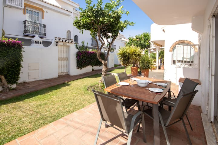 3 Bed Townhouse  with roof terrace, 100m to beach