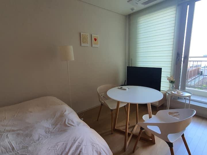 윤윤 스테이 광교호수점 퀸침대, 무료주차,호수와 백화점