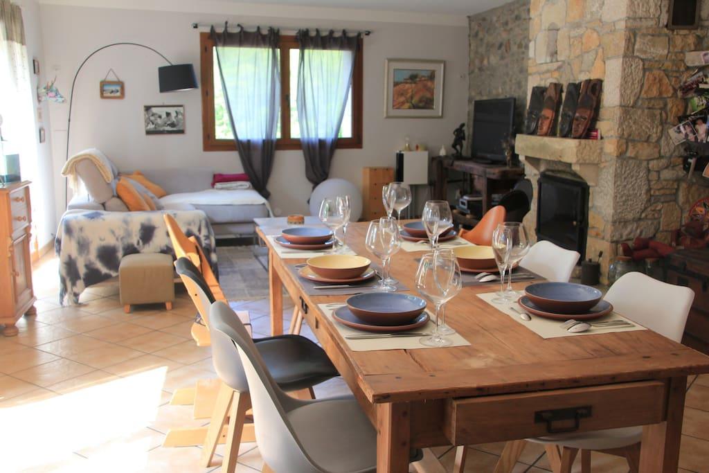 Séjour/salon vue de la cuisine : 55 m2 environ