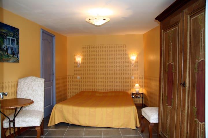b&b la fosse troglodyte - bed & breakfasts for rent in meigné