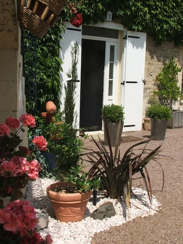 Guest House in Normandie near Caen - Avenay - Leilighet
