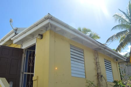 Cozy Cottage in Frederiksted, VI - Frederiksted - 独立屋