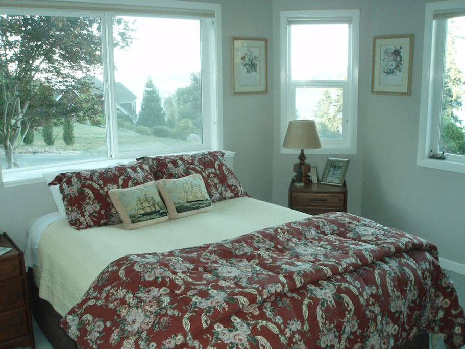 Bright sunny bedroom with great views and queen bed