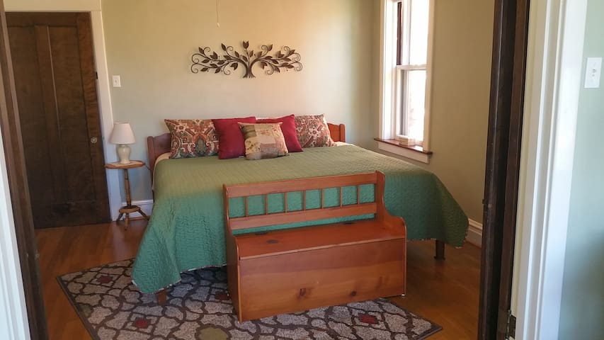 Spacious and Comfy Suite/ Holly Hills Neighborhood