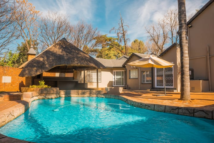 Chic Getaway in the Heart Of Menlyn
