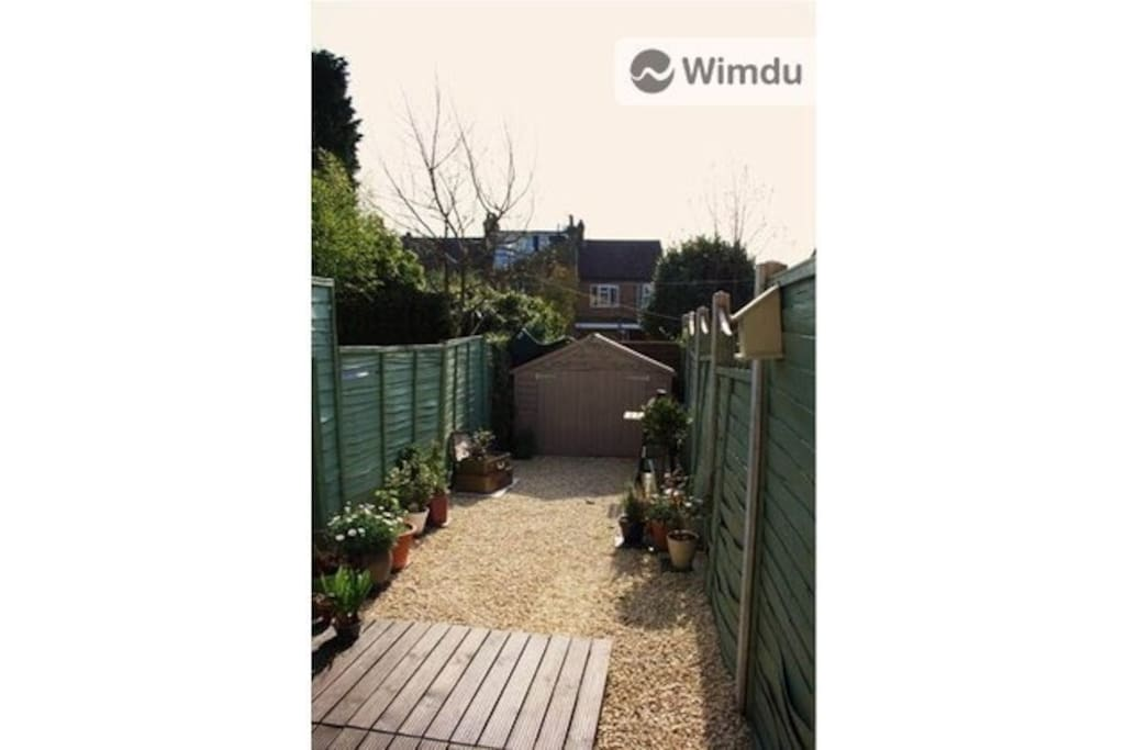 Back garden where you can enjoy a summer BBQ on the deck after a day of sight-seeing!