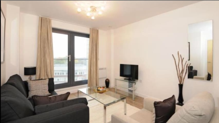 Two bedroom apartment 5minute walk from Station.