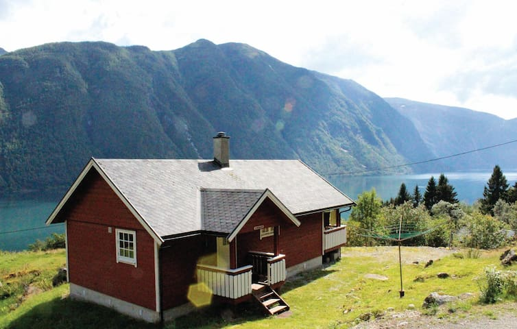 Holiday cottage with 2 bedrooms on 54 m² in Fjærland