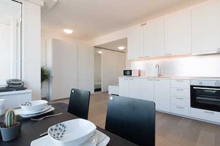 Cozy apartment in Panorama City with parking