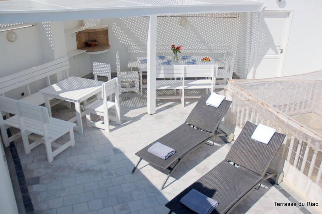 Terrasse with Solarium, Hammam and Massage room