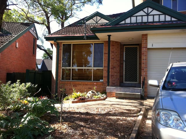 Accom close to Macquarie Uni & business park . - Eastwood - Hus