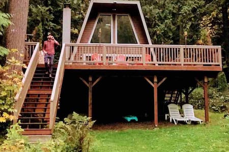 Dog-friendly Rustic Cabin on Private Lake!