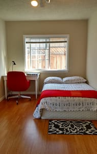 EPA 6| Bright room w/ private back entrance! - East Palo Alto - Casa