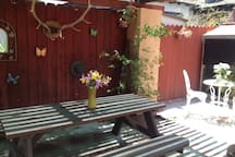 outdoor picnic table patio