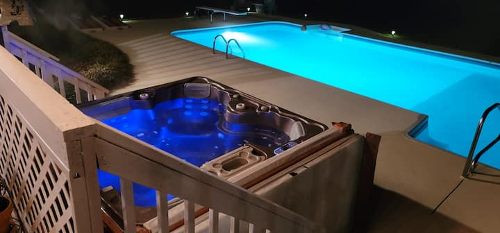 Oasis!  with pool/hot tub! Perfect for families