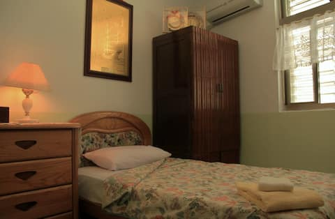 HC-205 A teenager's room