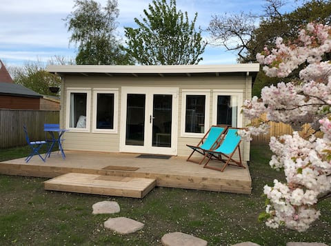 The cabin is located near the New Forest, close to nature as well as the town of Bournemouth and it's award winning beaches.