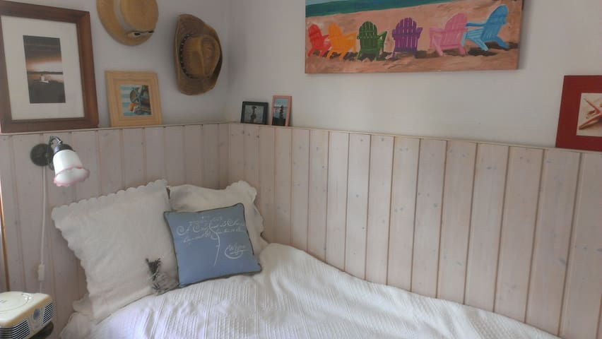Cute private room for girls only - Weilheim in Oberbayern - Casa