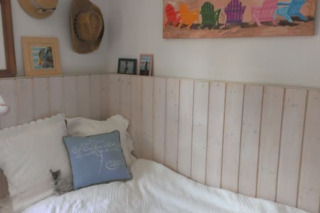 Cute private room for girls only - Weilheim in Oberbayern - 独立屋