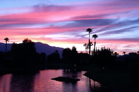 RANCHO MIRAGE PARADISE! - Rancho Mirage - Bed & Breakfast