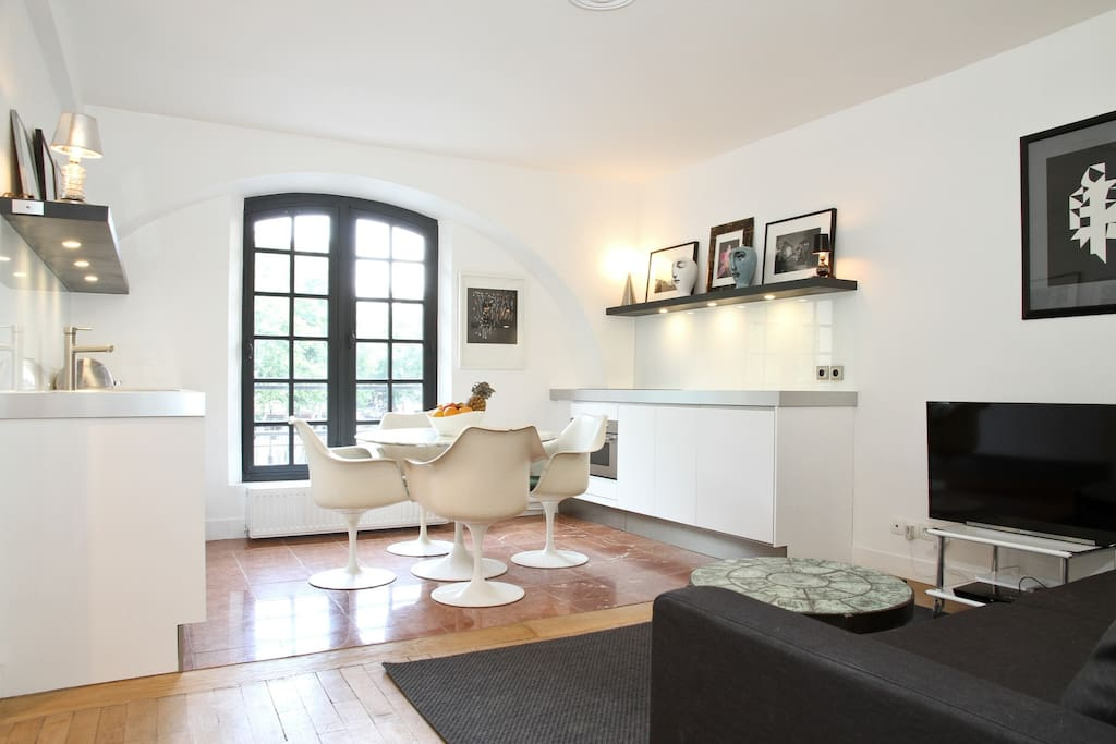 Luxe marais flat by h tel de ville la seine apartments for Flat hotel paris