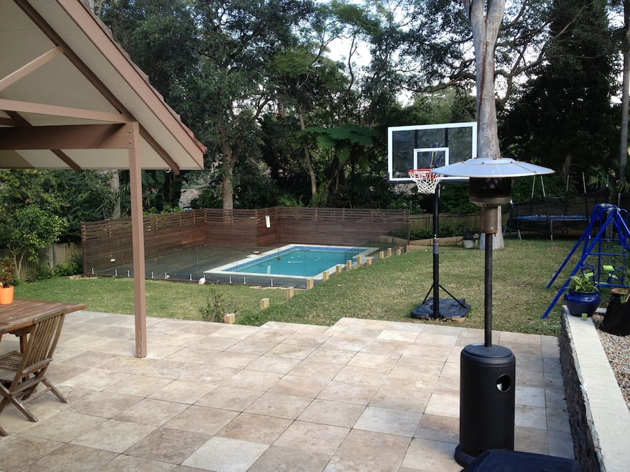 Outdoor entertaining area & pool