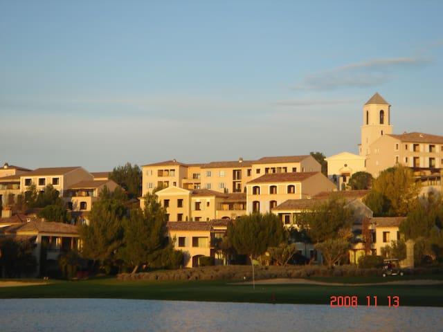 Appart à louer Sept à Juin environ Aix en Provence - Mallemort - Byt