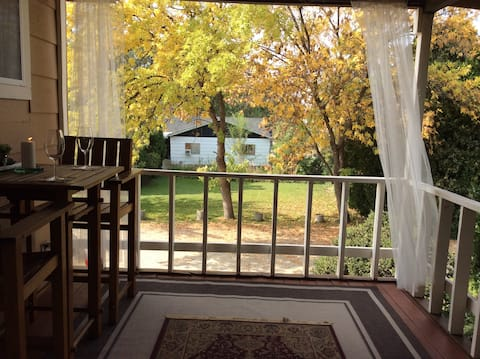 DEW DROP INN:  Relax on 3  acres 1 mile from fwy.