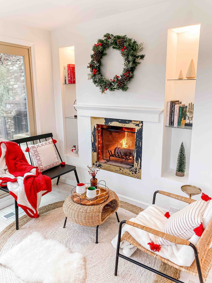 Port Jefferson Cottage ~ Fireplaces & Home Theater