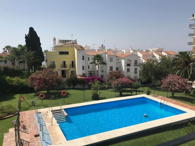 Nice apartment, big pool garden and sea view n13