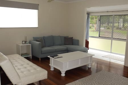 Rural lifestyle with easy city access to Brisbane - North MacLean - Huis