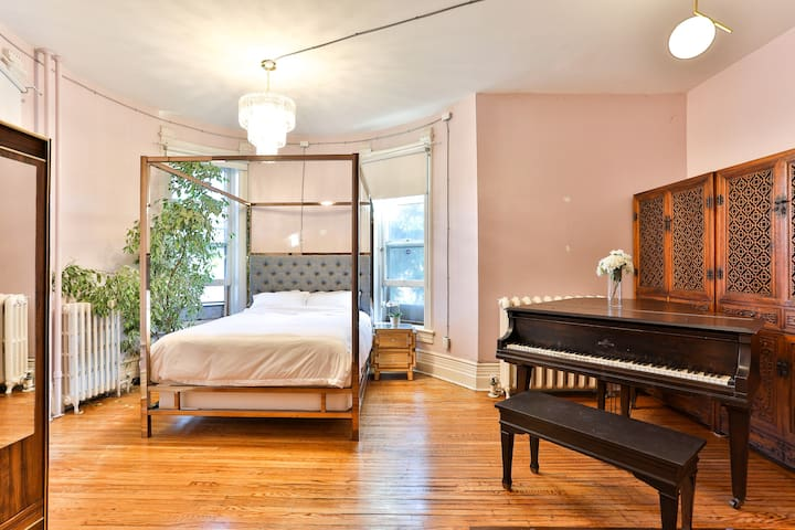 Grand Piano Suite in Historical Mansion