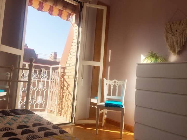 Habitación individual con balcón