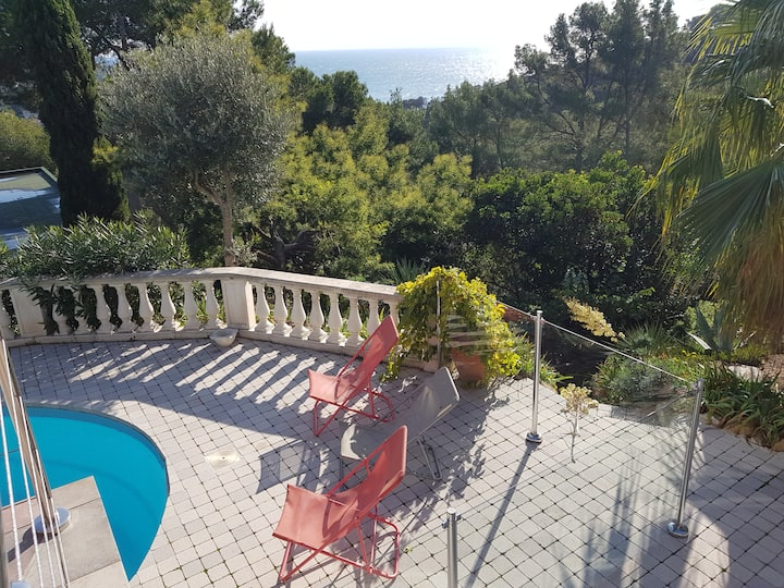 Large vue mer - piscine privée *