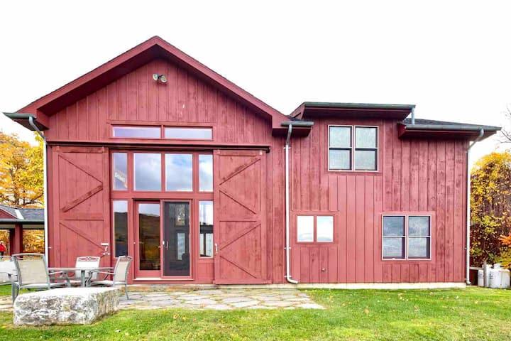 Luxury Berkshires Barn! GRAND! VIEWS! 2/2