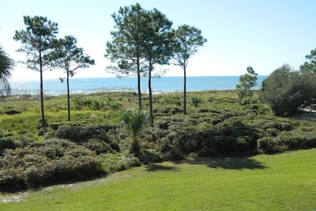 Premium Ocean/Beach Front Condo with 4K Smart TV - Hilton Head Island
