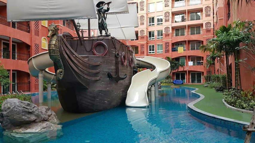 Квартира с самым большим бассейном в Pattaya. - Pattaya - Apartamento