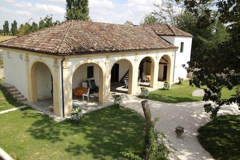 古老別墅中的迷人度假村-提利奧