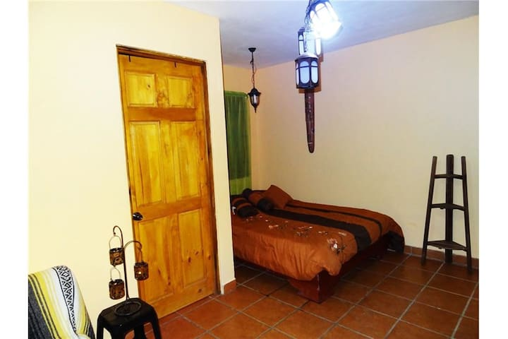 Cozy oasis, all amenities, 10 min beach & downtown - El Coco - Apartment