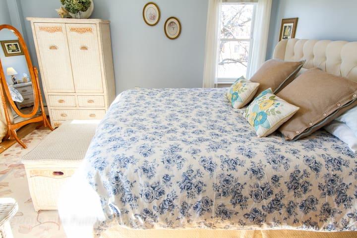 Master Bedroom w/ King ComforPedic Mattress