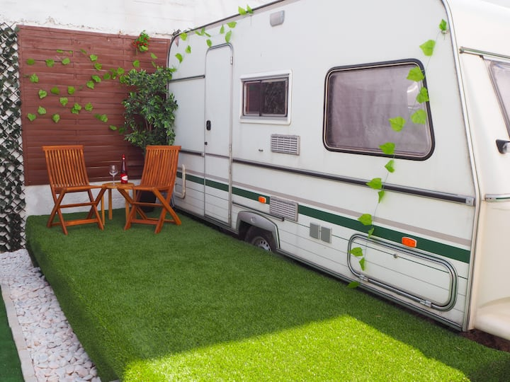 Cozy (green) caravan and terrace with sea view A/C