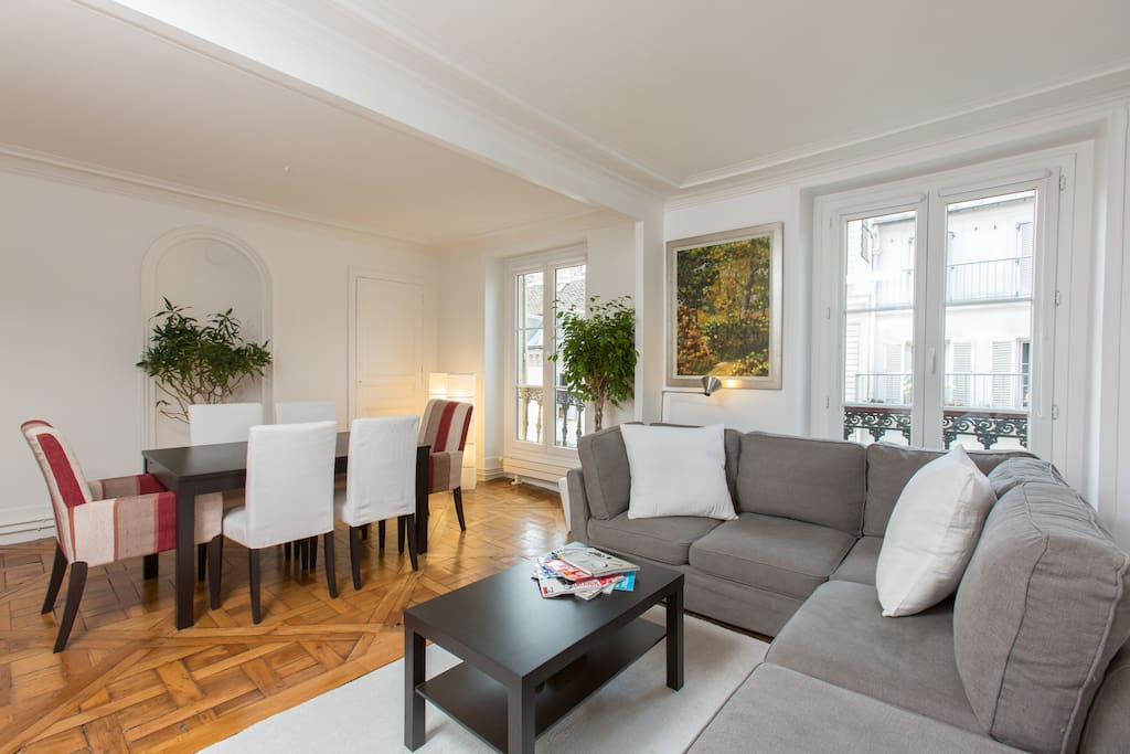 appartement chic parisien typique appartements louer paris le de france france. Black Bedroom Furniture Sets. Home Design Ideas