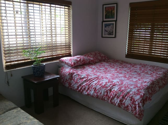 Large room in heart of West End village - Highgate Hill - 公寓