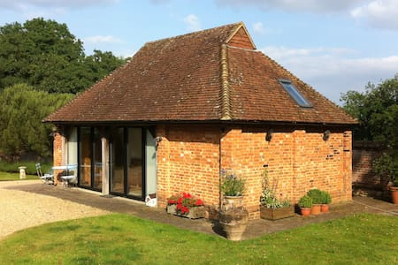 Luxury self-contained cottage - Cranleigh