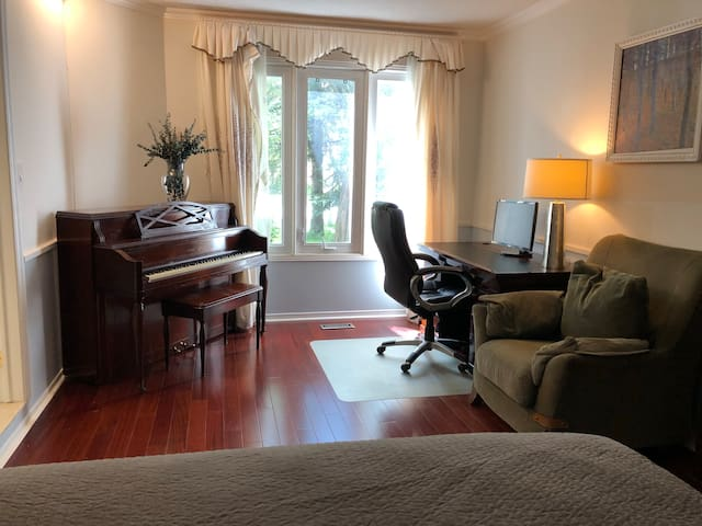 Lovely Spacious Bright Clean Cozy Private Room