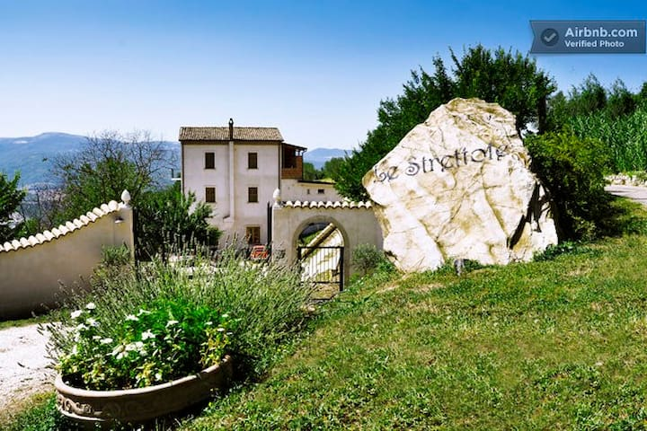"Country House ""Le Strettole"" - Calitri"